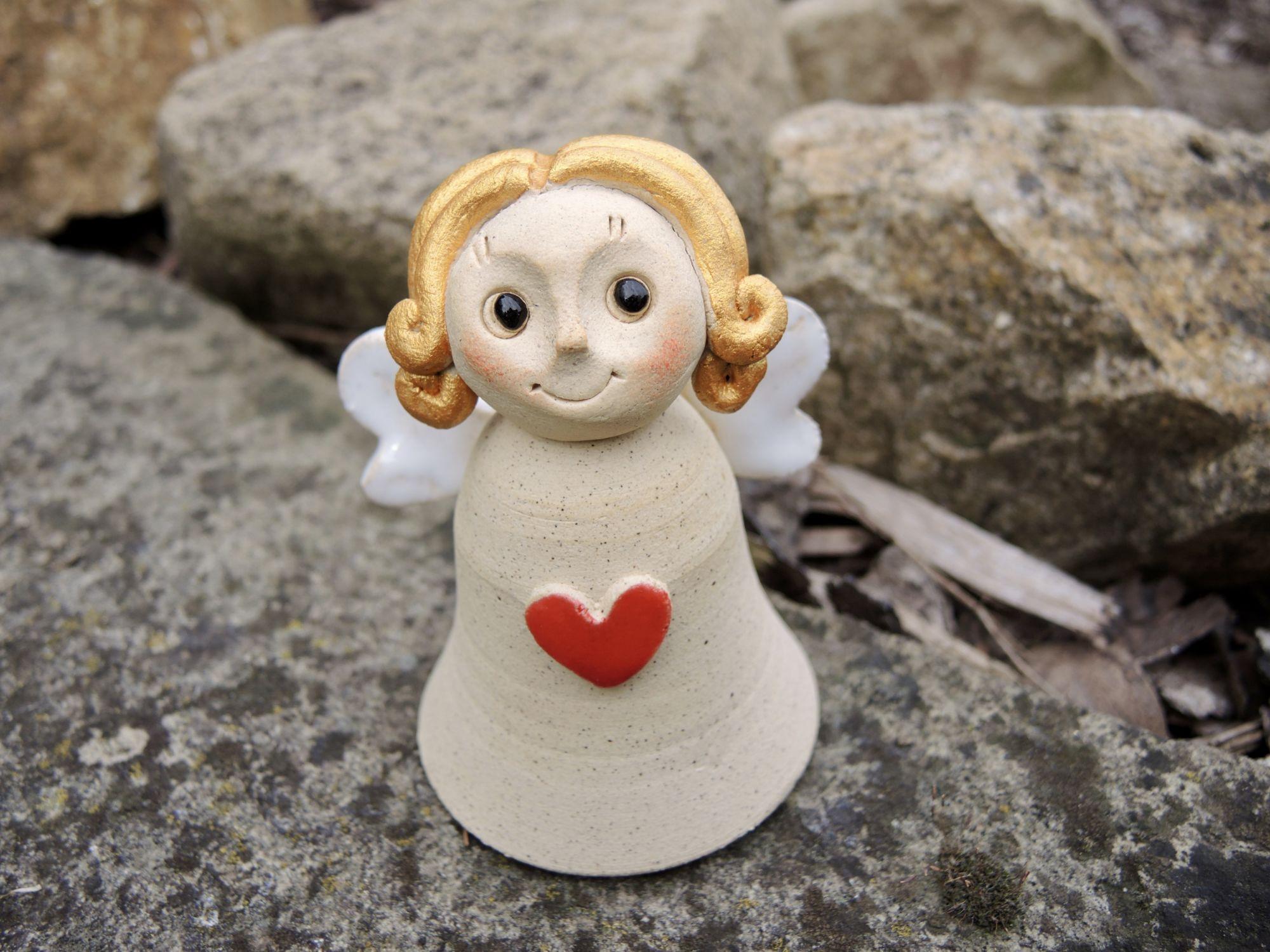 andílek křídla zvonek srdce keramika Andee