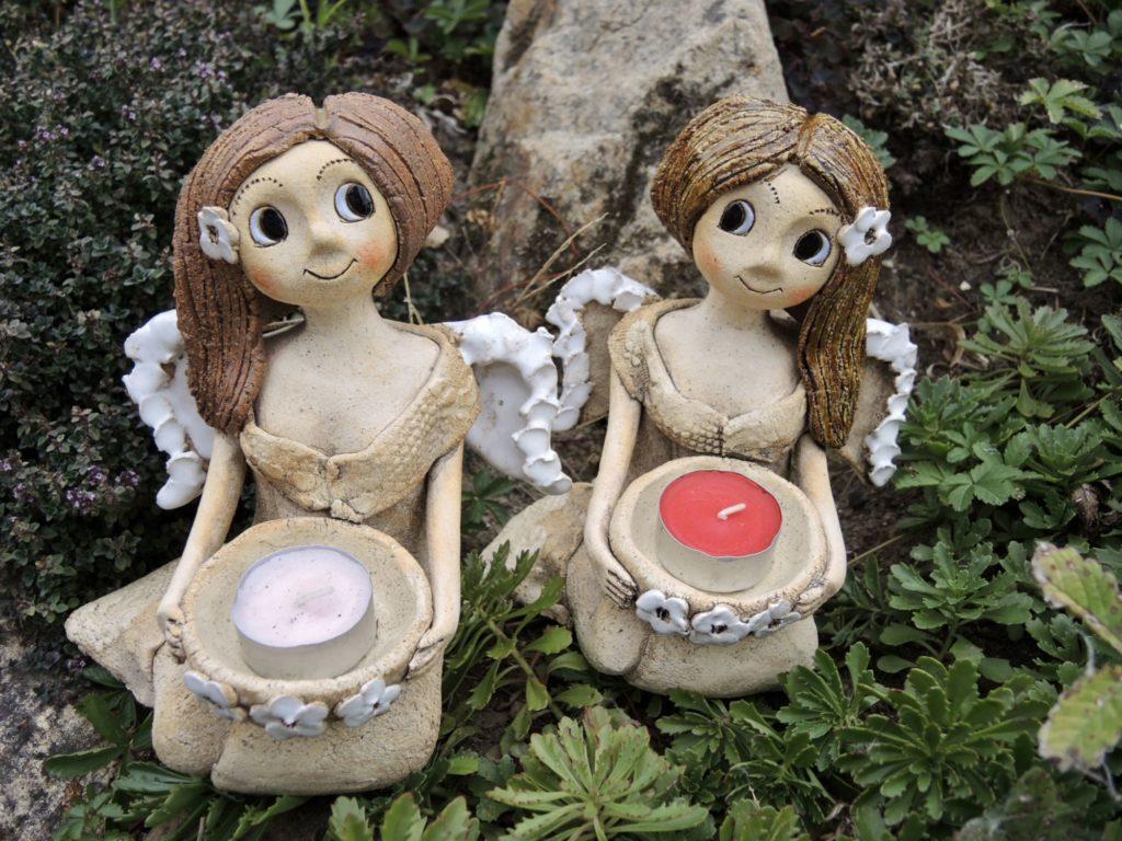 Klečící andělka smiskou jasmínová keramika Andee