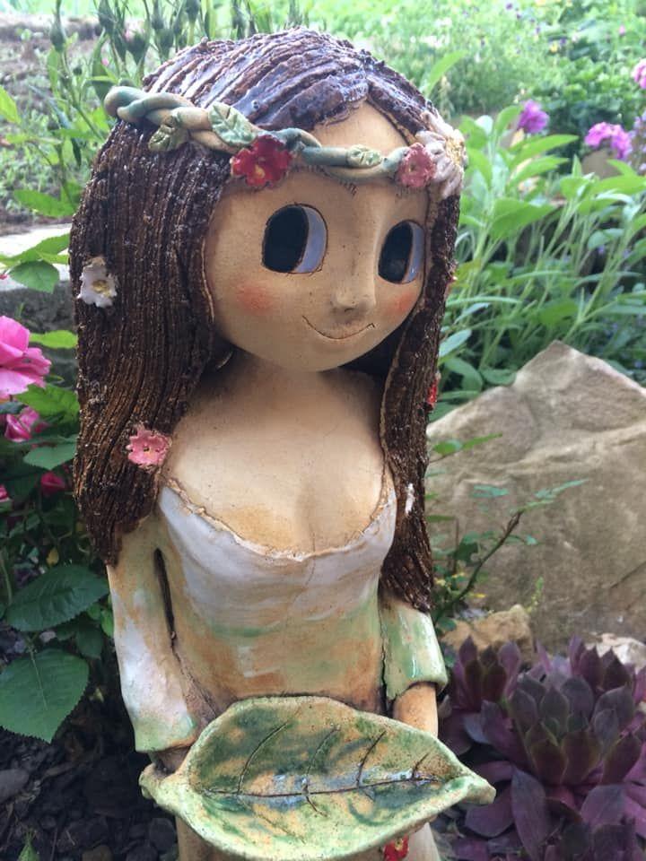 víla slístkem věneček květy louka keramika andee