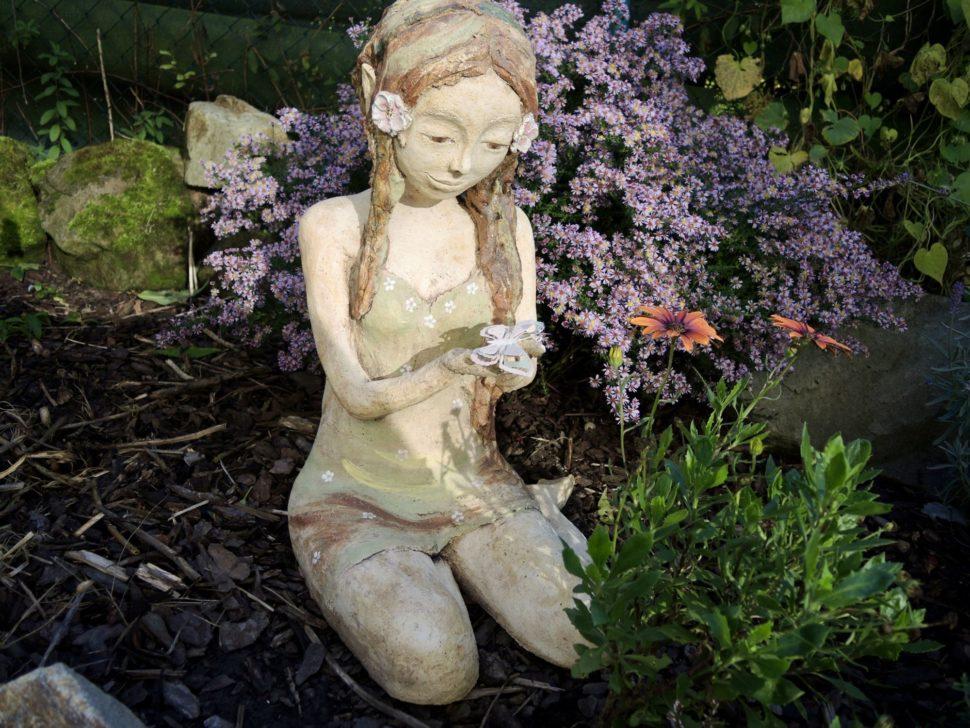 elien elfka dívka proncezna les motýl klečící socha dekorace zahrada něha keramika andee