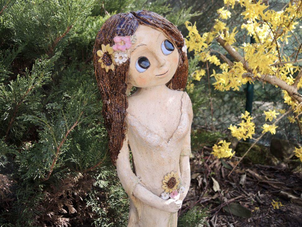 zahradní víla věneček květiny socha dekorace kopretina keramikaandee dívka slunečnice