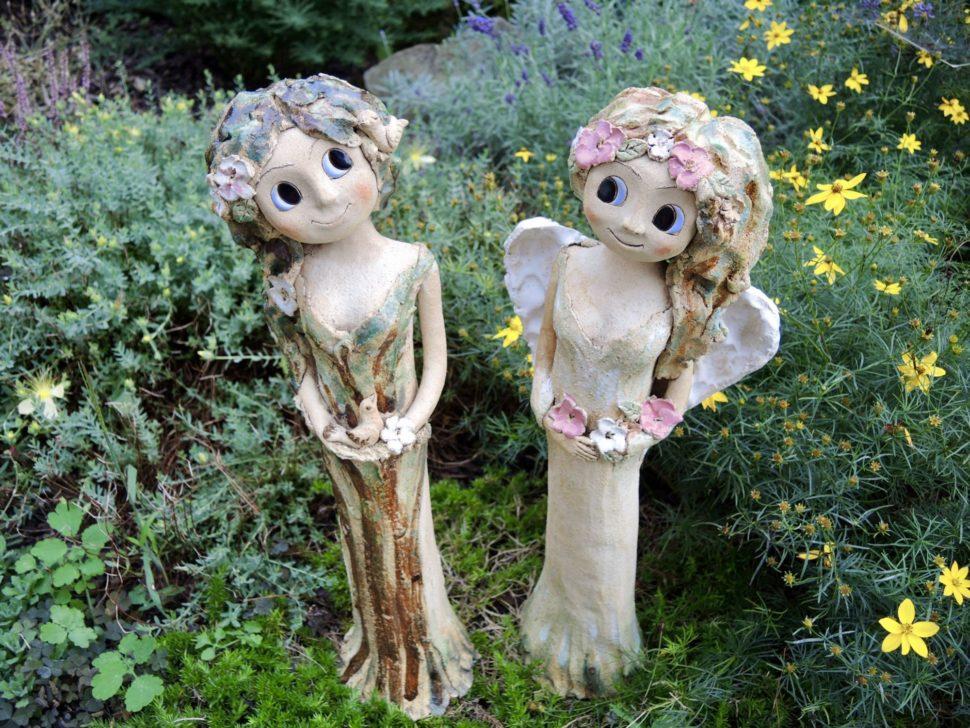 andělka světlonoš křídla světlo svíčka svícen květiny něha keramika andee socha velká andělka lesní strom